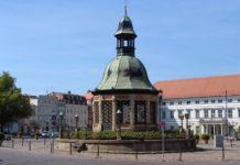 Market Square with the waterworks from 1602 (Wasserkunst), landmark of Wismar