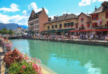 """Annecy old-city : Thiou river / Sometimes called """"Venice of the Alps"""""""