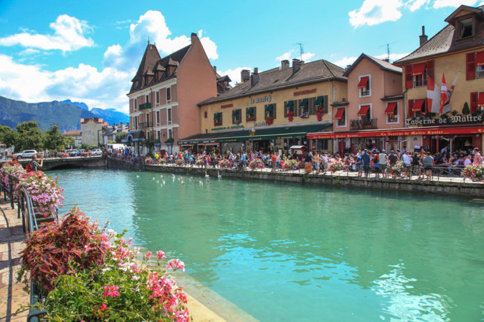 Annecy old-city : Thiou river / Sometimes called