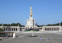 view of the Sanctuary of Our Lady of Fátima (with the Chapel of the Apparitions, the Sacred Heart statue and the Basilica of Our Lady of the Rosary)
