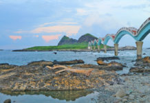 "the ""eight-arched cross-sea bridge"" is the most famous, and welcomes the hot spots of the first dawn of the new year every year."