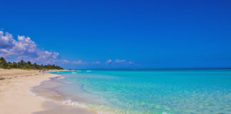 About 130 kilometers from the city of Havana is Varadero, one of the main tourist destinations of this Caribbean island. It has some of the most beautiful beaches in Cuba and its coast extends for 22 kilometers