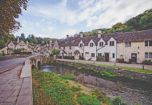 Castle Combe is a village of the English county of Wiltshire -south-west England, belonging to the district of North Wiltshire.