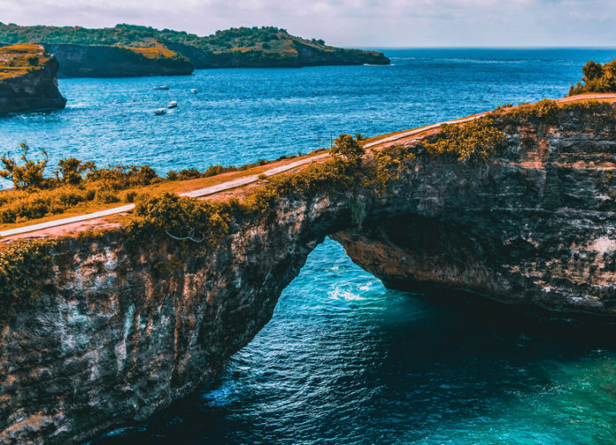 The center of tourist destinations on the island of Nusa Penida is located in western Nusa Penida such as Klingking beach and the famous Broken beach.