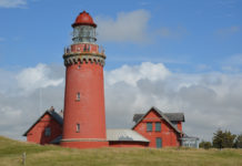 The lighthouse is now operated as a popular excursion destination and venue.by a large group of volunteers