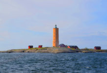 Measuring more than 25 meters high, this octagonal tower was built in 1862. The island is accessible by boat from the capital in less than an hour.