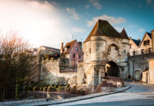 This historically important city has many medieval buildings, including the famous Laon Cathedral. With the historic fortified old town on a table mountain Laon has the largest contiguous listed area in France