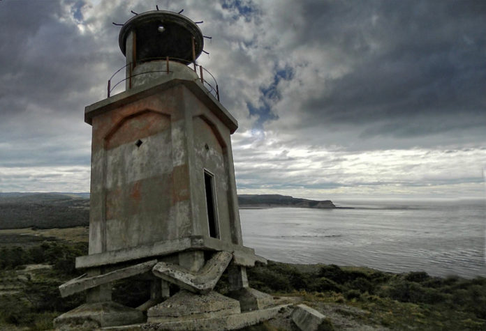The Cape San Pablo Lighthouse is located 50 km south-east of the city of Río Grande