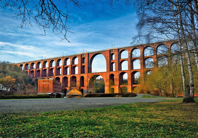The imposing Göltzschtalbrücke is the largest railway brick bridge in the world and is the symbol of the Vogtland.