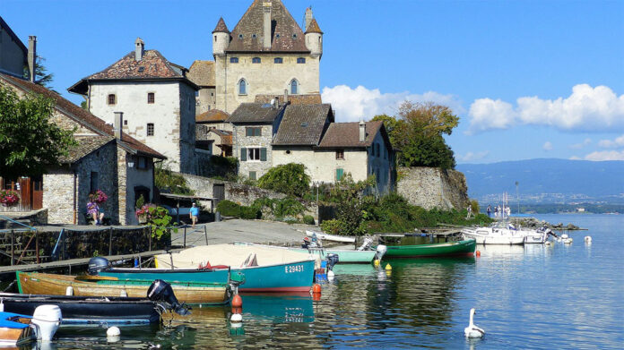 today attracts many tourists resting on the shores of the lake in France and Switzerland.