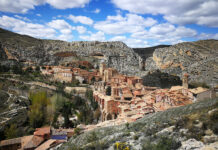 One of the most picturesque towns of Spain with a well-preserved medieval fortress wall, Albarracin was named in honor of the Moorish rulers from the Al-Banu-Racin clan