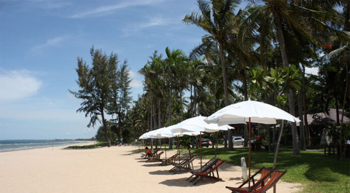 Blue sea Green coconut range And colorful scenery, Ban Krut also has fishing communities spread along the coast of Ban Krut Beach. The traditional fisherman's way of life can be found here