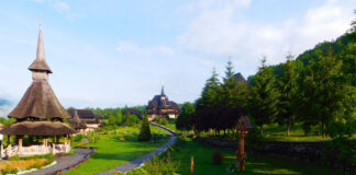 All the buildings in the monastery complex from Bârsana were built in Maramures folk style