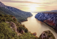 from where the Kazán gorge and the Danube Valley bay also open up to us with a magnificent panorama.