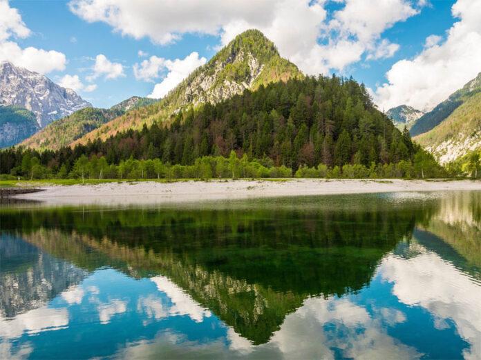 Lake Jasna lies only 1.5 km from Kranjska Gora, along the road leading to Vršič.