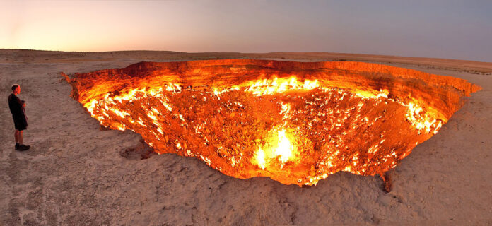 By Tormod Sandtorv - Flickr: Darvasa gas crater panorama, CC BY-SA 2.0, https://commons.wikimedia.org/w/index.php?curid=18209432